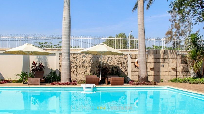 family villa with a garage, garden and communal pool for rent