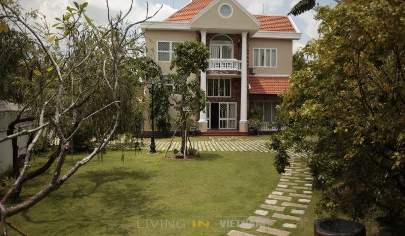 House for rent in HCMC district 2 Large garden