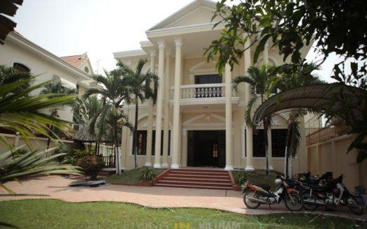 VILLA FOR RENT IN HCMC DISTRICT 2