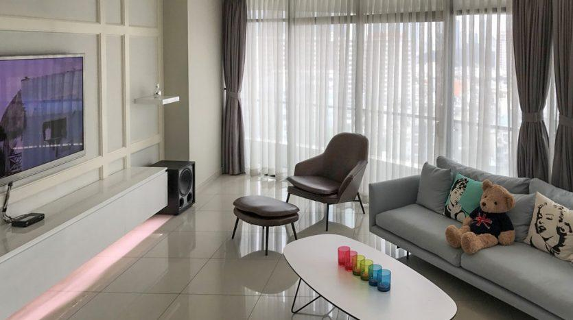 Furnished contemporary apartment in City Garden