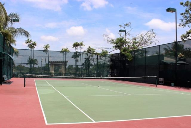 Villa Riviera Tennis court