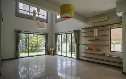 Unfurnished house for rent at villa riviera
