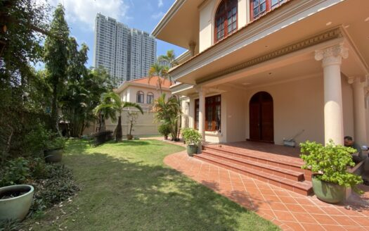 wooden floor villa with big garden in Thao Dien